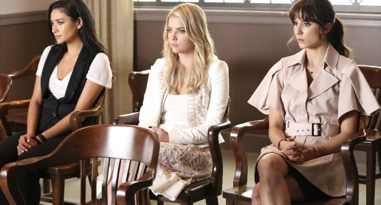 Pretty Little Liars saison 6 épisode 11: Of Late I Think Of Rosewood