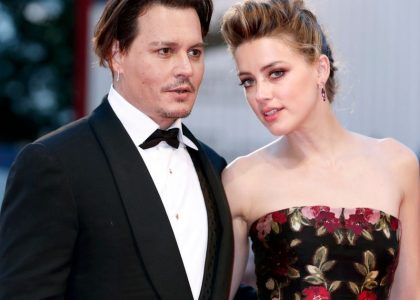 Amber-Heard-kisses-Johnny-Depp-during-The-Danish-Girl-premiere-at-the-72nd-Venice-Film-Festival