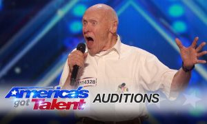 America's Got Talent : John Hetlinger, 82 ans, chante du Drowning Pool