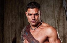 Manu Bennett (Spartacus, Arrow) présent au Comiccon de Montréal