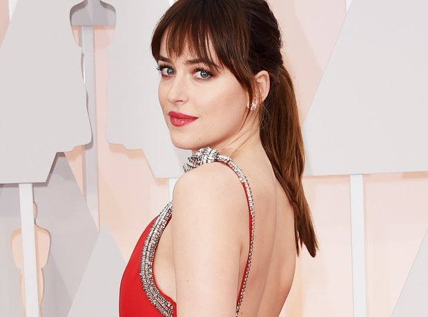 Fifty Shades of Grey: les cheveux de Dakota Johnson aux Oscars 2015