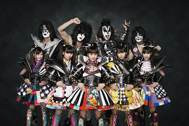 KISS et Momoiro Clover Z jouent Samurai Son à MUSIC STATION
