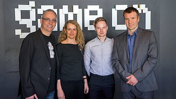 De gauche à droite: Denis Talbot (porte-parole de l'exposition), Julie Payette (directrice du Centre des Sciences de Montréal), Patrick Moran (représentant du Barbican Centre de Londres), ainsi que Yannis Mallat (président-directeur général d'Ubisoft Montréal).