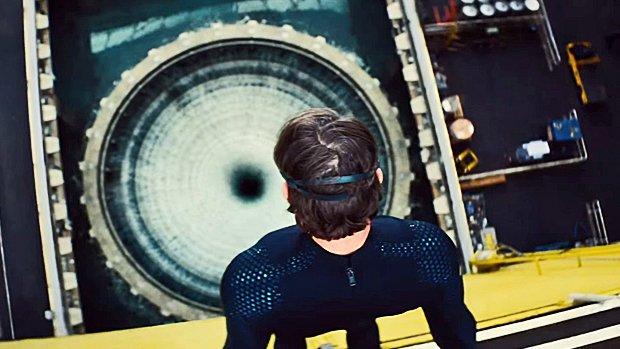 Tom Cruise plonge dans 260 000 litres d'eau pressurisée...