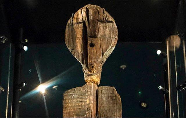 Idole de Shigir: Une Idole de bois qui date de 11.000 ans