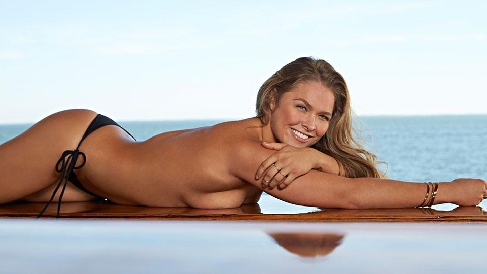 Ronda Rousey brise les barrières dans le dernier Sports Illustrated Swimsuit