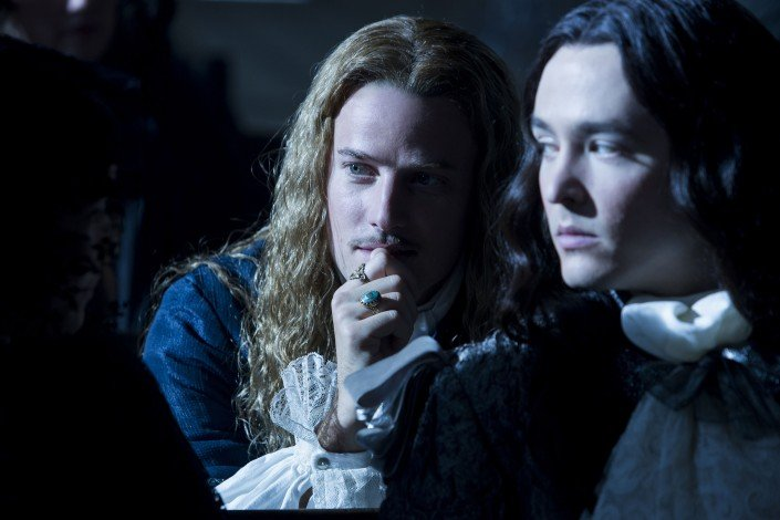 Versailles Evan Williams (Chevalier), Alexander Vlahos (Philippe)