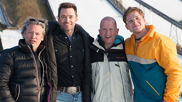 Le réalisateur Dexter Fletcher, l'acteur Hugh Jackman, le véritable Eddie « The Eagle » Edwards et l'acteur Taron Egerton.