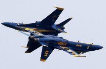 Des jets des patrouilles Blue Angels et Thunderbirds s'écrasent