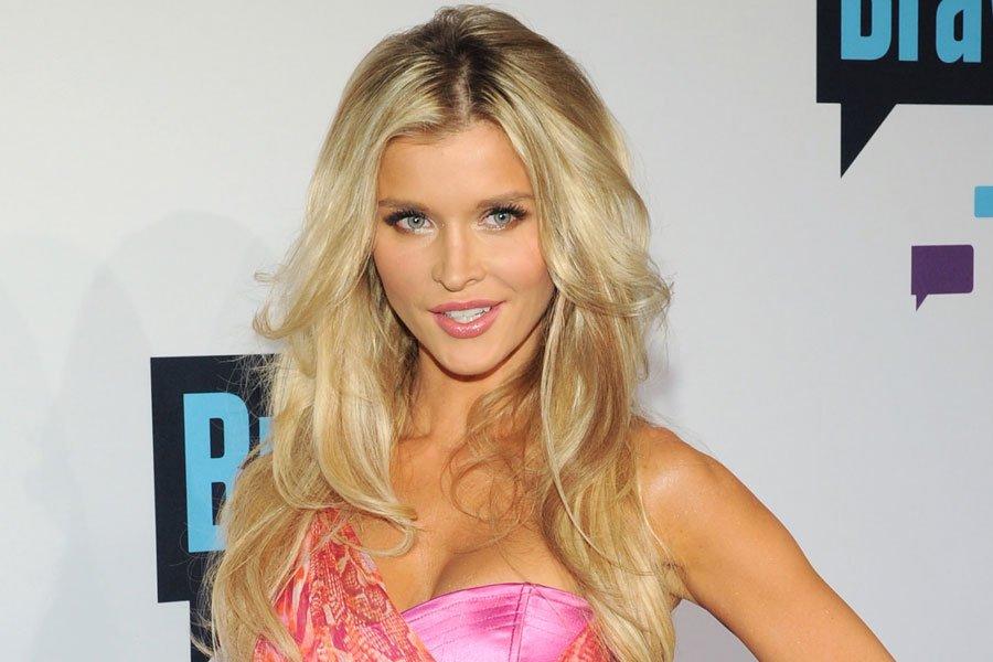 Real Housewives of Miami: Joanna Krupa se déshabille pour Treats!