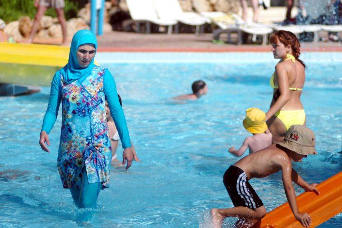 Une sortie burkini dans un parc aquatique fait polémique