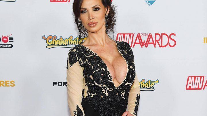 Nikki Benz La Star Du Porno Poursuit Brazzers Pour Agression Sexuelle