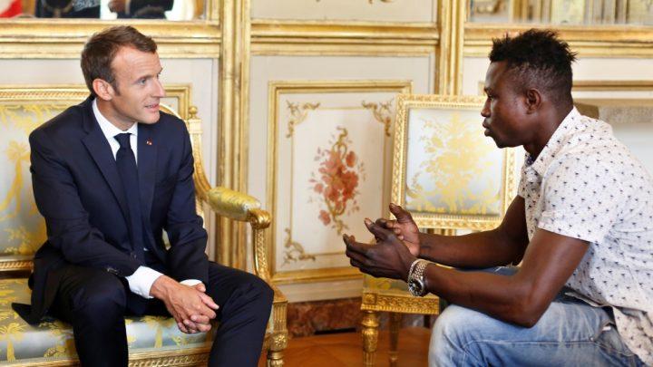 Enfant sauvé d'une chute: Mamoudou Gassama sur le plateau de BFMTV