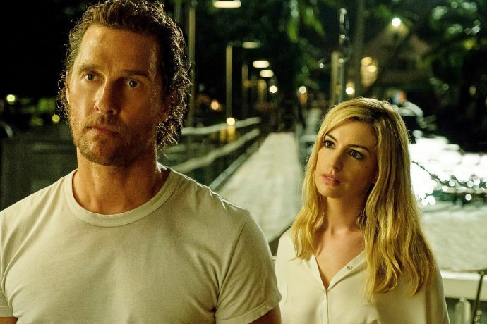 matthew-mcconaughey-and-anne-hathaway-look-tense-in-serenity