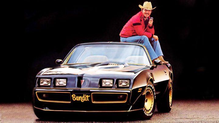 Burt Reynolds, dont l'esthétique et le charme ont fait de lui l'un des acteurs les plus populaires d'Hollywood